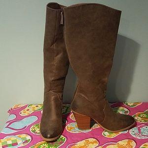 Tall shaft back zip stacked heel boot brown.EUC!